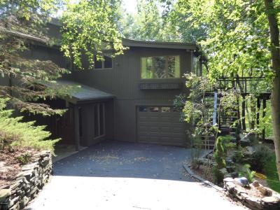 Photo of 122 Roan Dr, Lords Valley, PA 18428