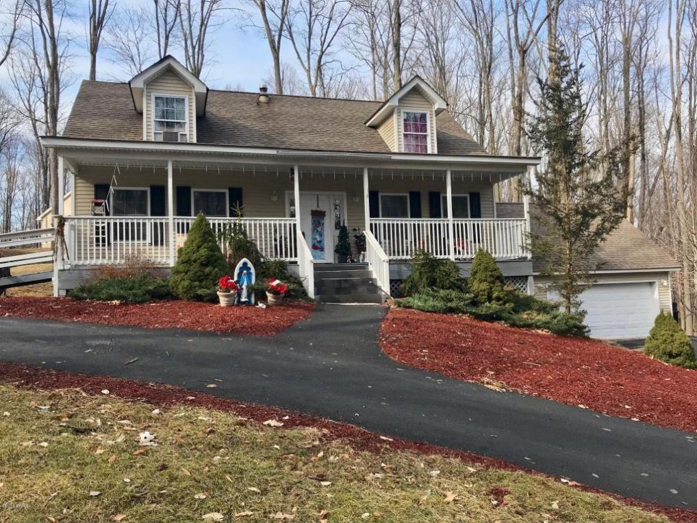 102 Colonial Ln, Greentown, PA 18426