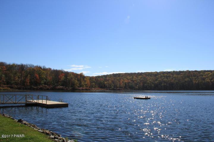 29 Maple Ln, Lake Ariel, PA 18436