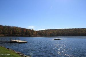 29 Maple Ln, Lake Ariel, PA 18436