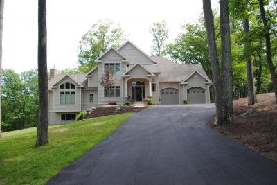 Photo of 235 Indian Dr, Greentown, PA 18426