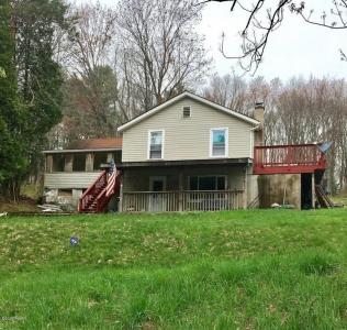 104 Christopher Way, Hawley, PA 18428