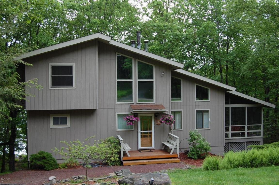 107 Corral Ln, Lords Valley, PA 18428