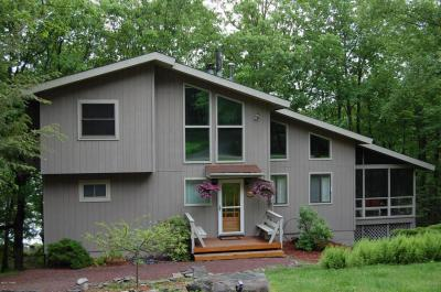 Photo of 107 Corral Ln, Lords Valley, PA 18428