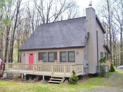 Photo of 256 Forest Ridge Dr, Hawley, PA 18428