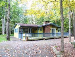 306 Parkwood Dr, Lake Ariel, PA 18436