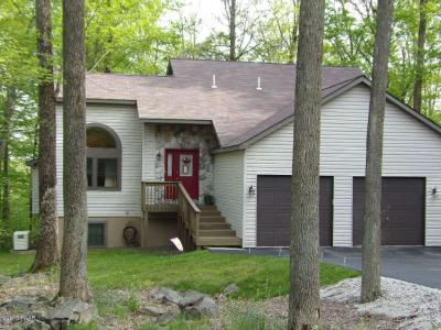 Photo of 3504 Chestnut Hill Dr, Lake Ariel, PA 18436