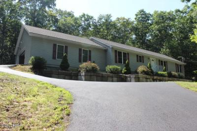 Photo of 387 Tink Wig Dr, Hawley, PA 18428