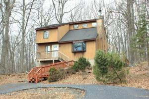 131 Forest Ridge Dr, Hawley, PA 18428