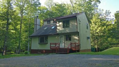 120 Well House Rd, Greentown, PA 18426