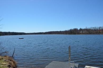 6 Lake Dr, Lakewood, PA 18439
