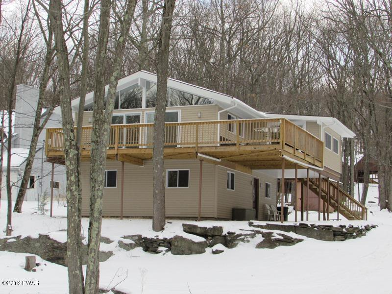 109 Mountain View Dr, Lords Valley, PA 18428