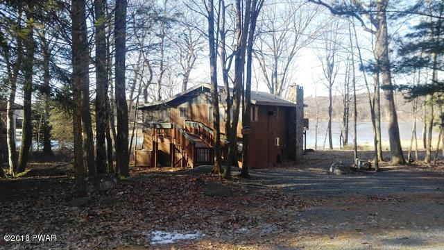 122 Fairway Dr, Lords Valley, PA 18428