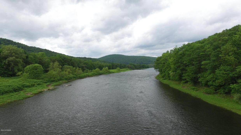 4136F River Rd, Equinunk, PA 18417