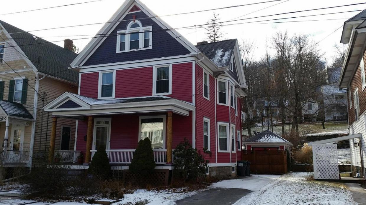 1416 West St, Honesdale, PA 18431