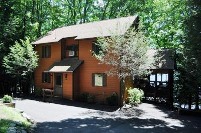 Photo of 20 E Lakeside Dr, Lakeville, PA 18438