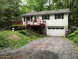 124 Al Wa Da Cir, Greentown, PA 18426
