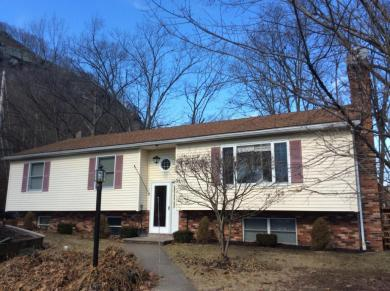 508 9th St, Matamoras, PA 18336
