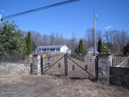 216 Bidwell Hill Rd, Lake Ariel, PA 18436