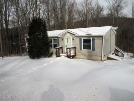 19 Moon Rd, Moscow, PA 18444