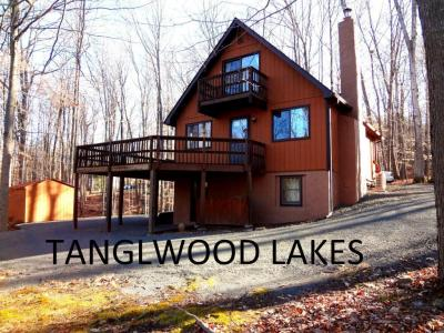 Photo of 219 Tanglwood Dr, Greentown, PA 18426