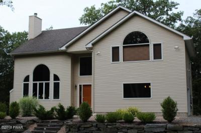 Photo of 808 Stirrup Ct, Lords Valley, PA 18428