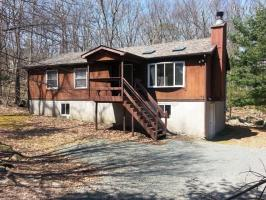 266 Powderhorn Dr, Lackawaxen, PA 18435
