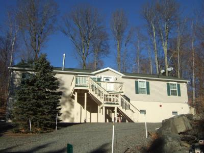 Photo of 1037 Oak Ter, Lake Ariel, PA 18436