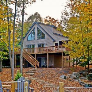 1145 W Lakeview Dr, Lake Ariel, PA 18436