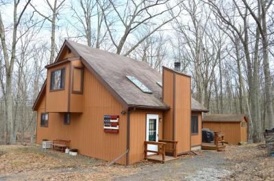 Photo of 172 Lower Lakeview Dr, Hawley, PA 18428