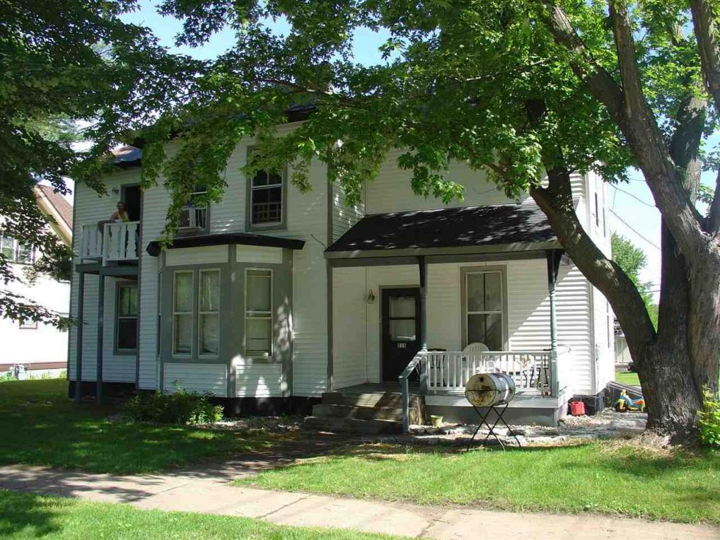 215 E Cook St, New London, WI 54961