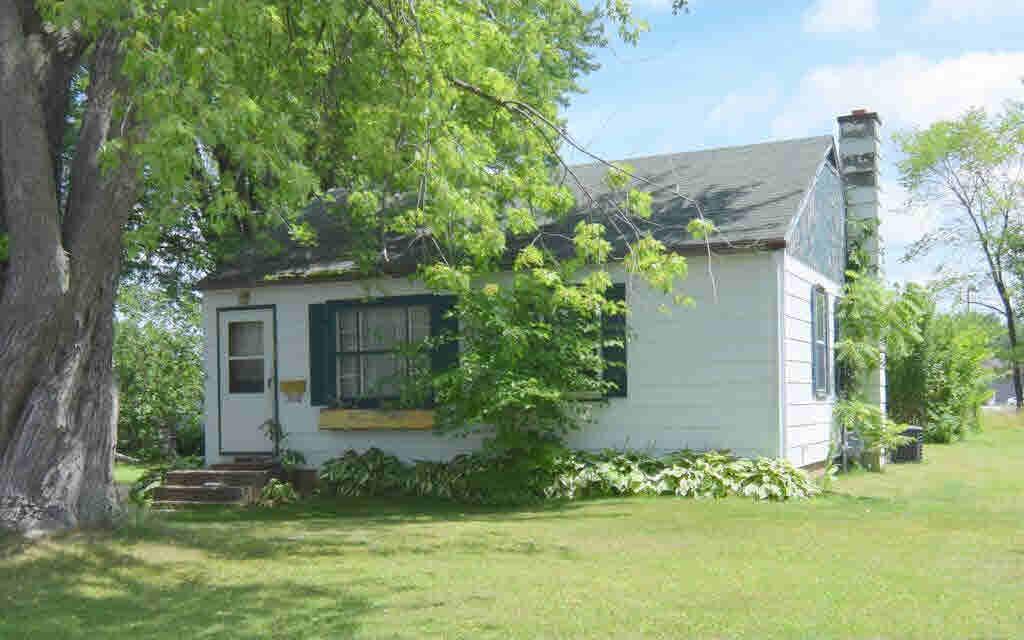 132 Robert, Clintonville, WI 54929
