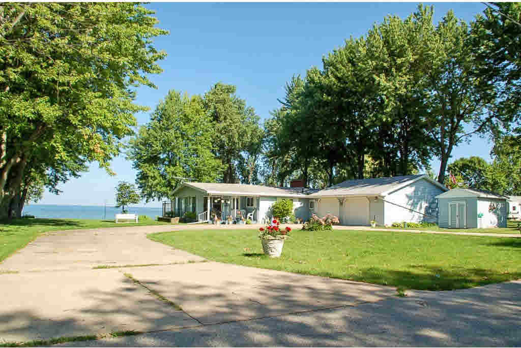 257 Breezy Acres, Luxemburg, WI 54217