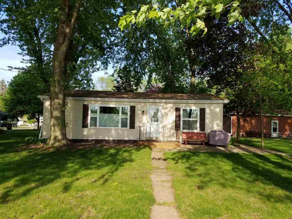 809 S River Rd, Fremont, WI 54940
