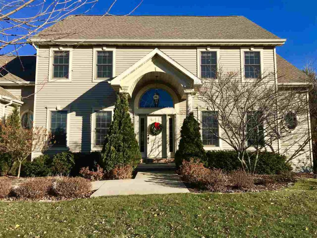 1241 Nature Trail Dr, Neenah, WI 54956