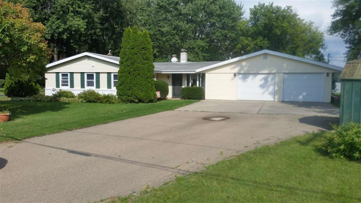 1761 Butte Des Morts Beach Rd, Neenah, WI 54956