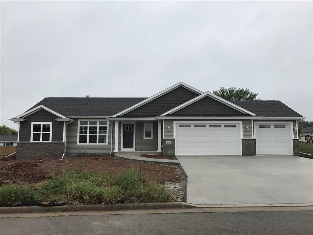 215 Gabriel Ln, Hortonville, WI 54944