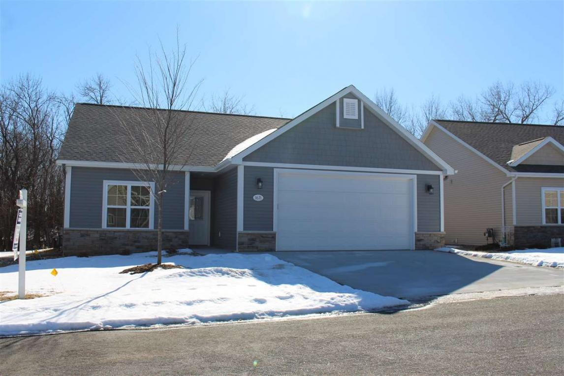 1671 Oak Hollow, Neenah, WI 54956