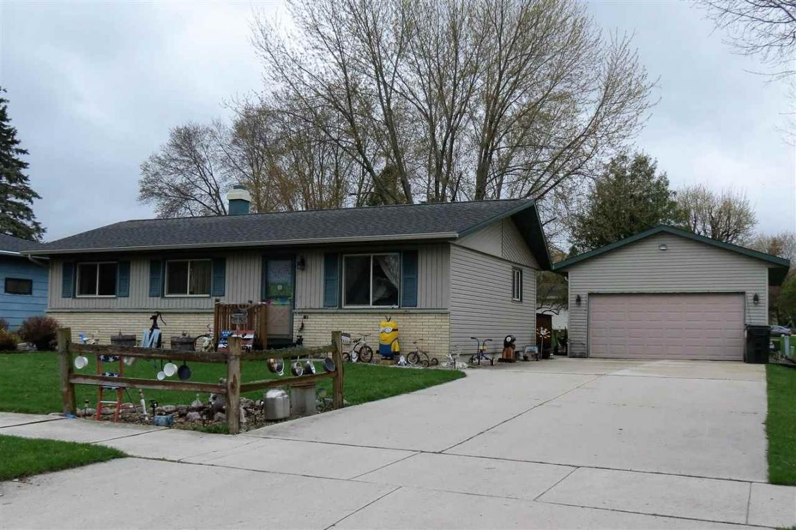 1607 Hoover, New Holstein, WI 53061