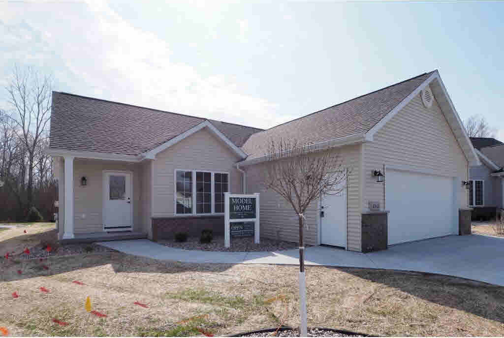 4955 W Woods Creek #15, Appleton, WI 54913
