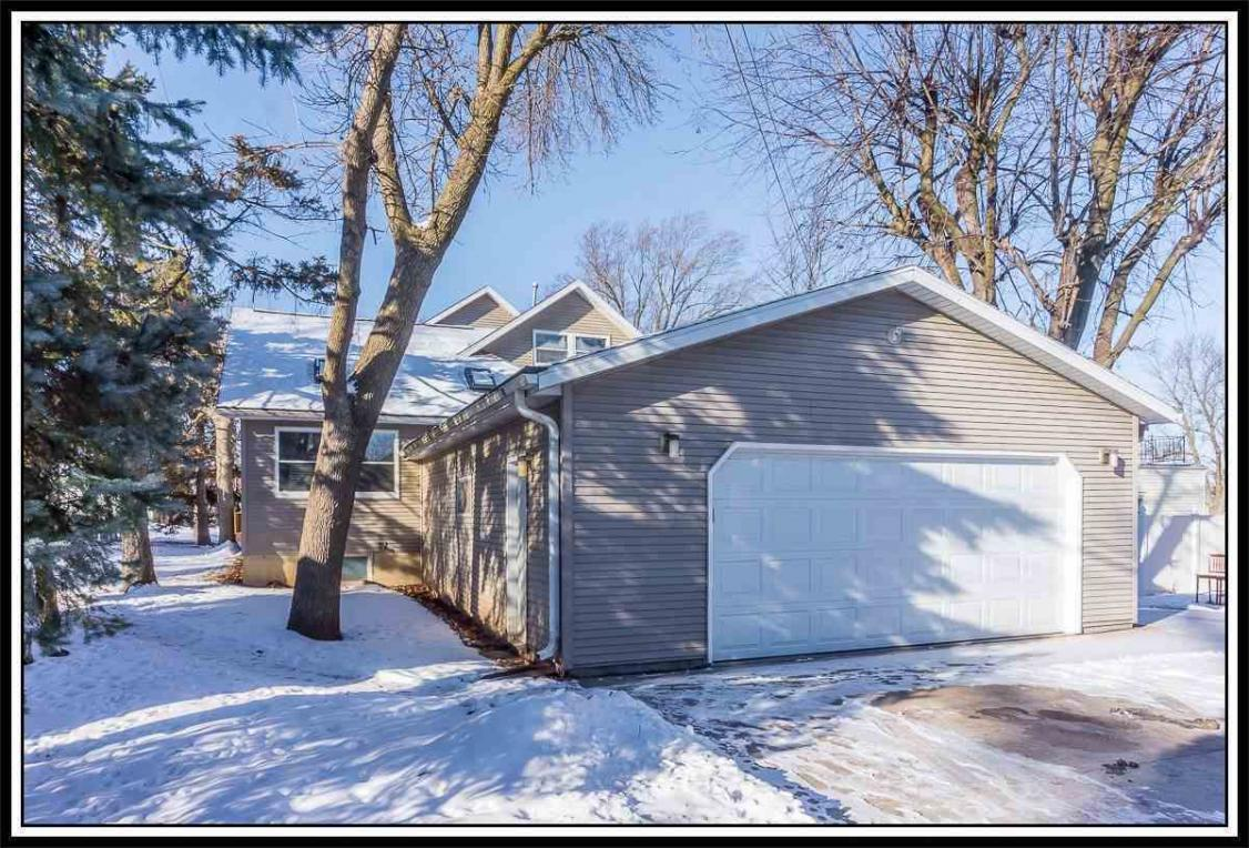 404 Lawrence, New London, WI 54961