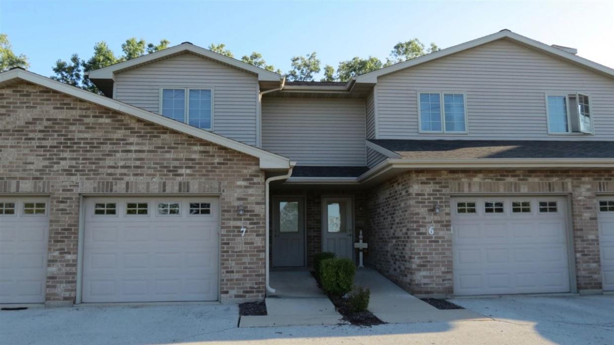 2127 Royal Crest #6, Green Bay, WI 54311
