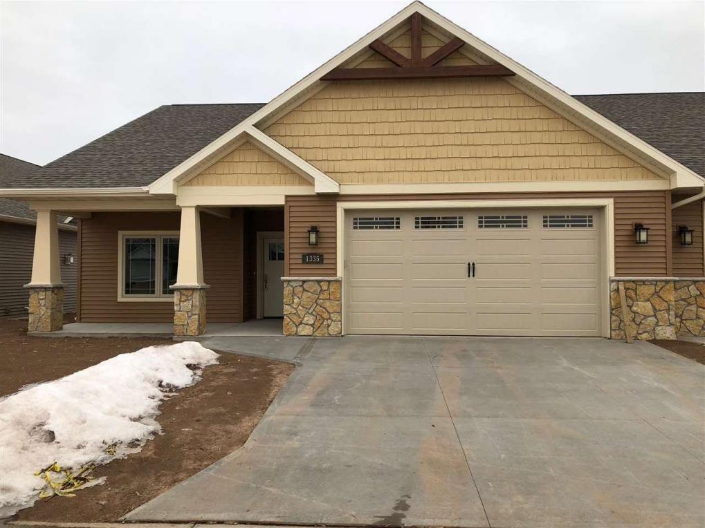 1335 Prairie Lake, Neenah, WI 54956