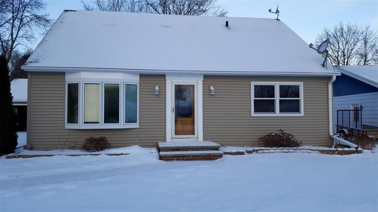 1043 Meadow, Neenah, WI 54956