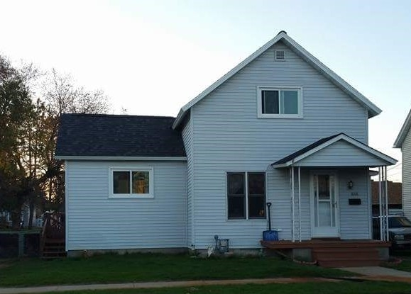 1868 Wisconsin, Marinette, WI 54143