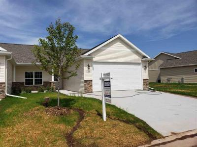 Photo of 1764 Cottagewood, Neenah, WI 54956
