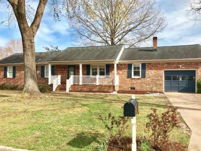 Photo of 445 Brockenbraugh Road, Chesapeake, VA 23322