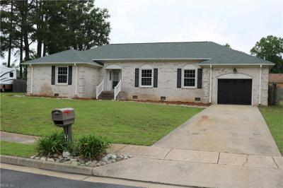 Photo of 1504 Waterway Court, Chesapeake, VA 23322