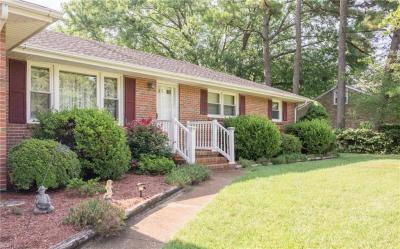 Photo of 109 Cottonwood Lane, Chesapeake, VA 23320