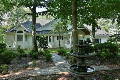 Photo of 1301 Lakeview Drive, Virginia Beach, VA 23455